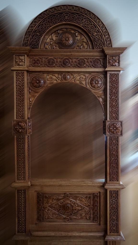 Киот напольный, киот резной, изделия из дуба, церковная утварь, православие, христианство, убранство для храма, икона, резьба, орнамент, растительный орнамент, 3d