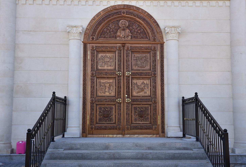 Дверь, Дубовая дверь, Храмовая дверь, Дверь в храм, Киот напольный, киот резной, изделия из дуба, церковная утварь, православие, христианство, убранство для храма, икона, резьба, византийский стиль, древневизантийский орнамент, орнамент, растительный орнамент, 3d