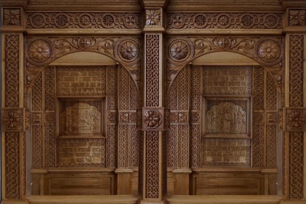 Киот напольный, киот резной, прорезная резьба, киворий, исповедальня, изделия из дуба, церковная утварь, православие, христианство, убранство для храма, икона, резьба, орнамент, растительный орнамент, 3d